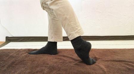 立った状態での足の前側のストレッチ